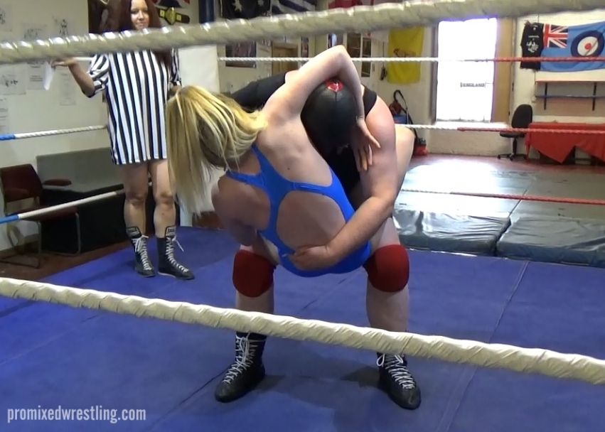Brooke Blonde locks into the head and body of Toro